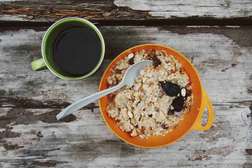 Outdoor oatmeal in bowel with coffee