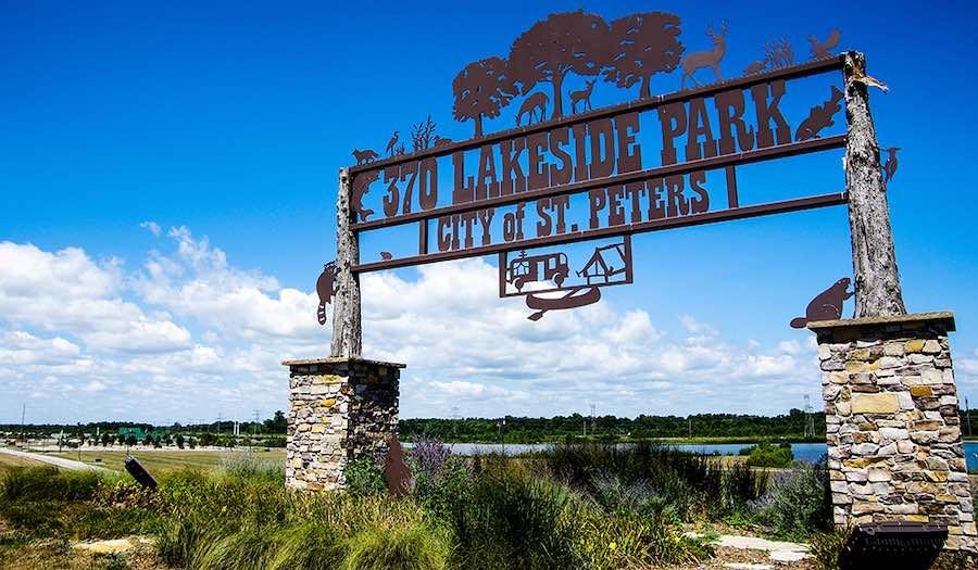 370 Lakeside Park Sign