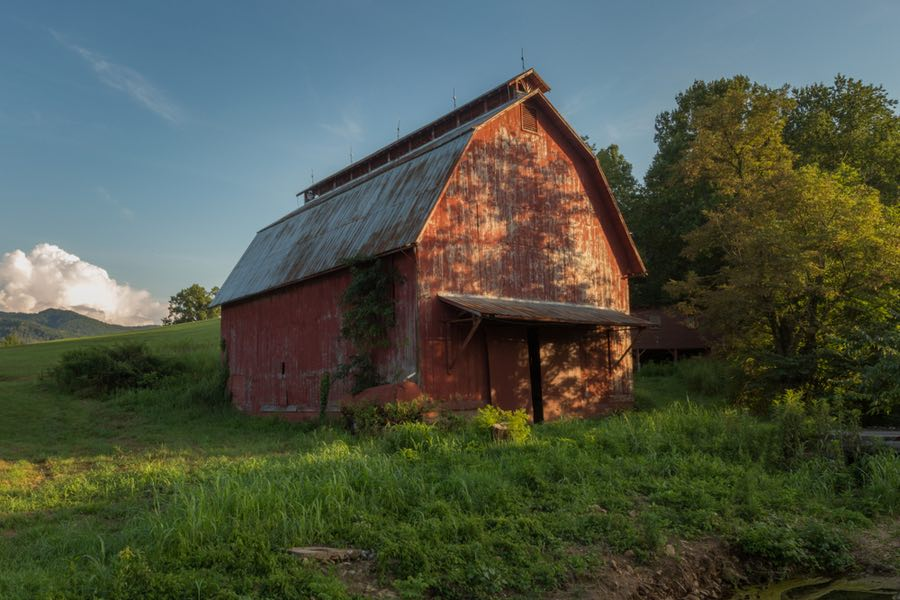Beautiful Red Barn in Tennessee